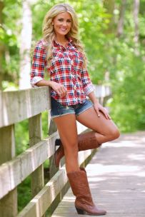 06075f2930dd0bf5871b151b2dffb880--cowgirl-outfits-cowboy-boots-outfit-summer-shorts